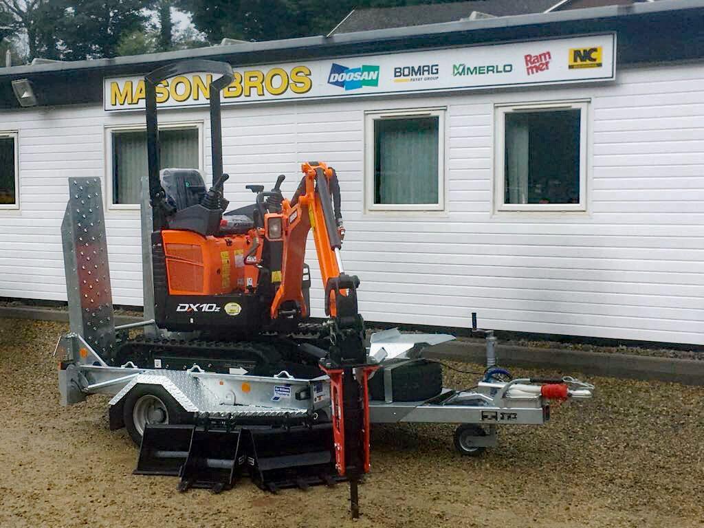 doosan dx10z mini excavator ifor williams trailer and rammer breaker