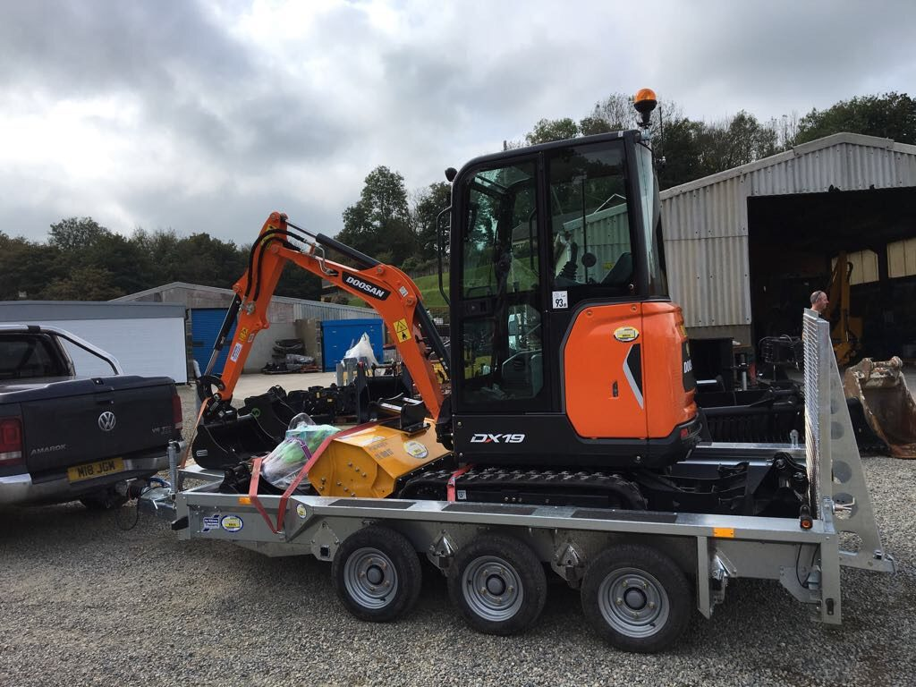 doosan dx19 mini excavator and ifor williams plant trailer
