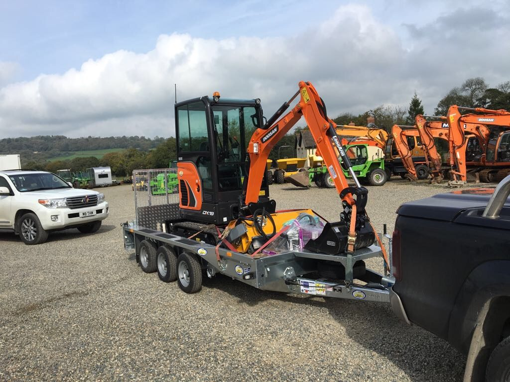 doosan dx19 mini digger and prodem grapple