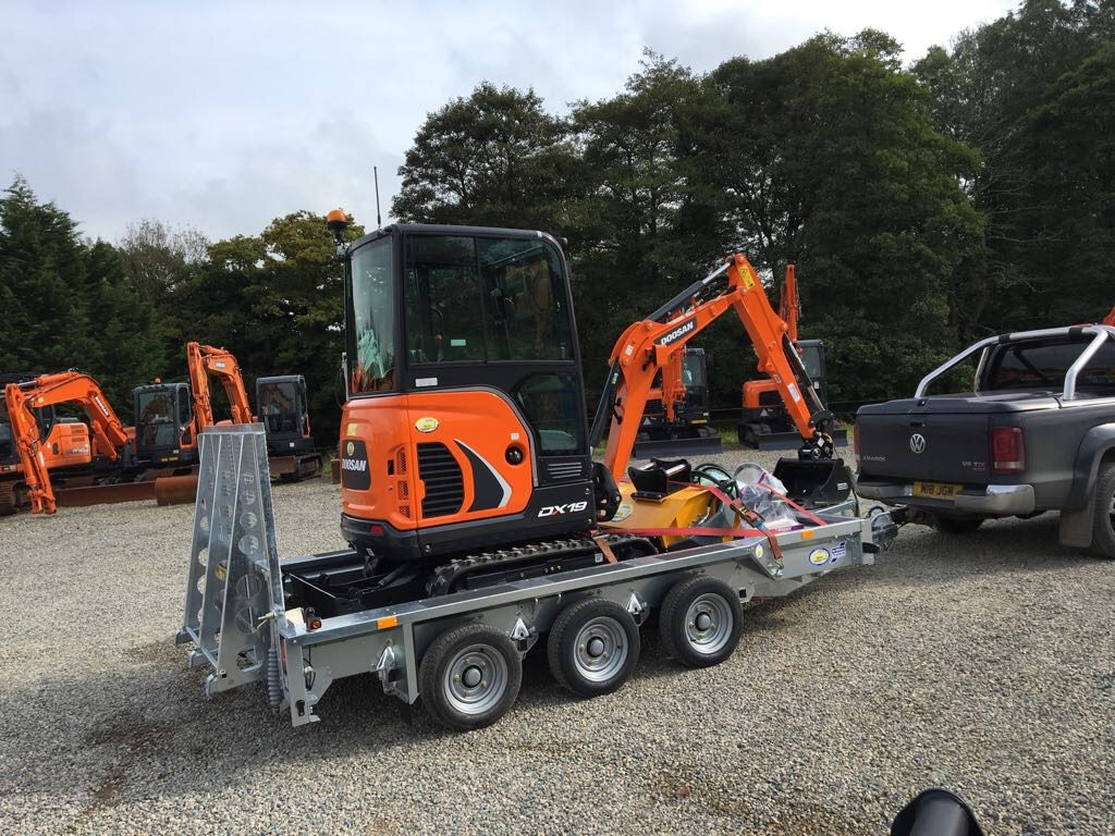 doosan machine loaded on ifor williams plant trailer