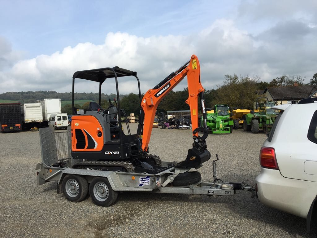 doosan dx19 mini digger with canopy