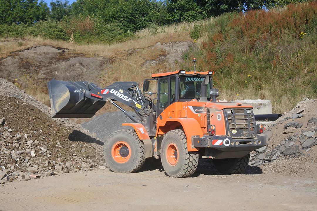 doosan dl220 wheel loader