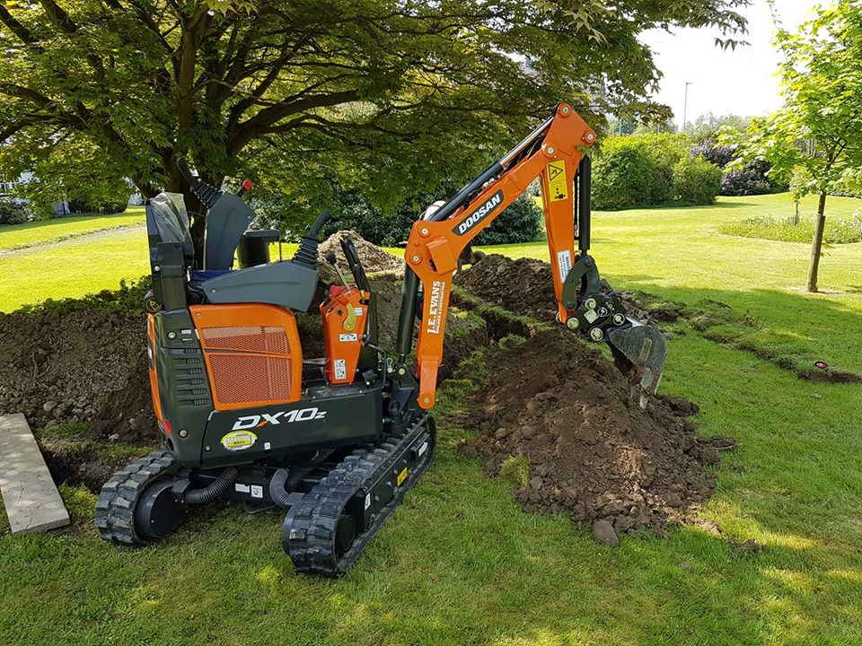 Doosan DX10 mini excavator